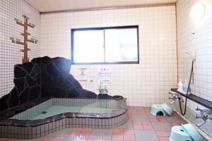 お風呂にはラジウム、ゲルマニウム、トルマリン鉱石が含まれ、マイナスイオン・遠赤外線効果などでポッカポカです